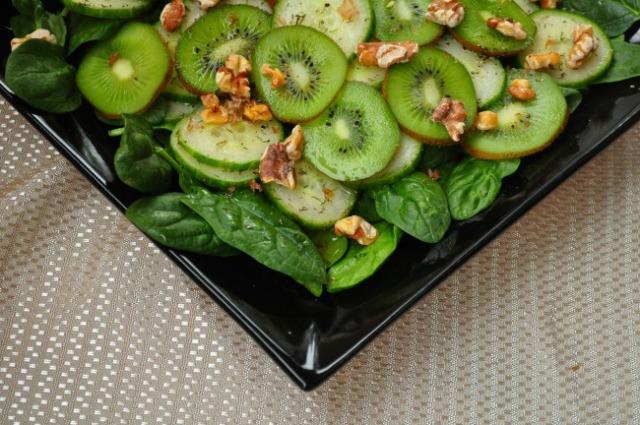 Kiwi-cucumber salad