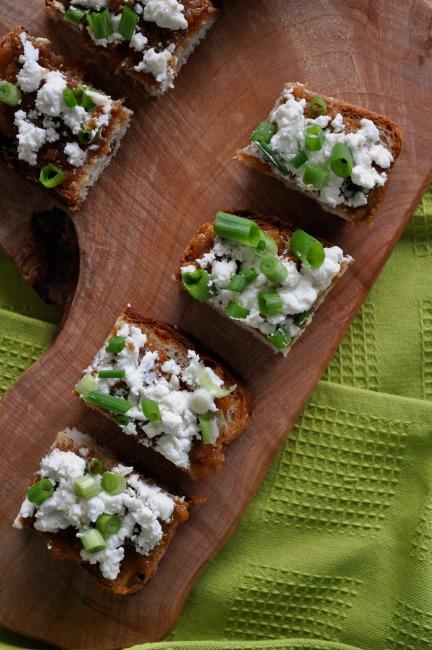Fig and Goat Cheese Crostini | joinmefordinner